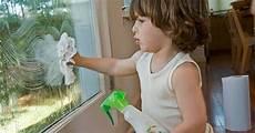 Fenster Streifenfrei Putzen Hausmittel - 214 kologischer fensterreiniger aus hausmitteln spart geld