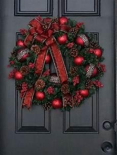 Türkranz Weihnachten Modern - neue weihnachtsgestecke selber machen kranz rot