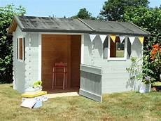 maisonnette bois camille la maisonnette en bois coline une cabane au look de ferme cabane enfant net