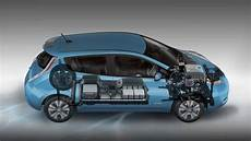 nissan leaf batterie nissan leaf replacement battery price raises longevity