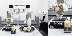 deko couchtisch oben arrangieren wohnzimmer glastisch