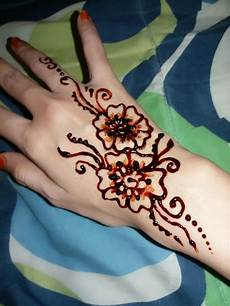 Gambar Foto Inai Ukir Tangan Teknik Menggambar Henna