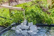 fontaine jardin japonais jardin japonais avec la fontaine en bambou photo stock