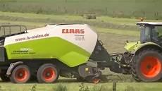 Class Quadrant 3200 Quaderballenpresse Mit Class Traktor