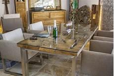 design esstisch aus altholz mit edelstahlgestell
