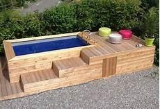 construire une terrasse en palette pallet tub and pool deck ideas pallet ideas