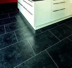 klick vinyl schwarz vinylboden fliesenoptik grau vintage zinc id inspiration