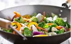 cucinare con il wok ricette wok come cucinare con la padella di origine orientale