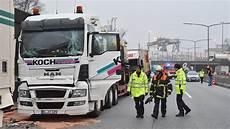 A1 Hamburg Moorfleet Lkw Unfall Vollsperrung 22