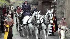carrozza con cavalli l arrivo della sposa in carrozza con i cavalli bianchi