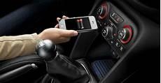 handy im auto handy und smartphone im auto laden keine gute idee am