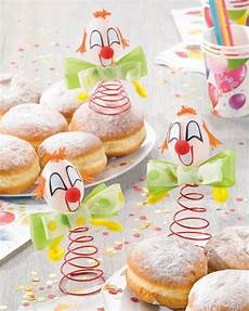 tischdeko fasching ideen karnevals clown mit fliege idee mit anleitung klick auf besuchen die witzigen clown