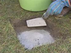Trittplatten Im Rasen Verlegen In 2020 Trittsteine