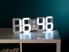 lunartec digitale led tisch wanduhr 45 cm dimmbar
