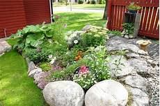 amenagement de jardin avec des pierres idee deco jardin avec pierres mc immo