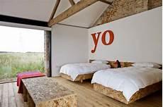 tete de lit osb am 233 nagements en osb dans une grange transform 233 e en loft
