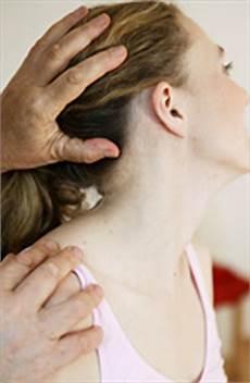 Verspannung Im Nacken - nackenschmerzen durch verspannte muskeln