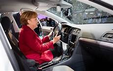 El Coche De Angela Merkel Busco Un Coche