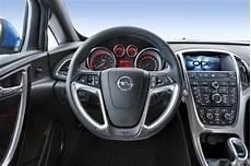 صورة عجلة القيادة للسيارة اوبل كورسا او بي سي 2014 المرسال