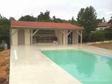 pool house piscine photos de la construction d un pool house bois de piscine