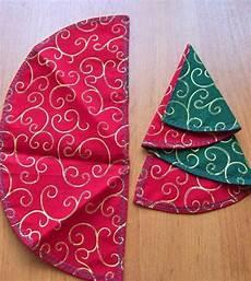 weihnachtsbaum aus servietten falten servietten falten weihnachten stoffservietten halbkreis