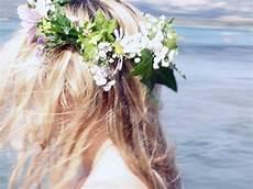tuto coiffure la couronne de fleurs