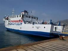 pozzuoli ischia porto traghetti gestour collegamenti via mare tra ischia e pozzuoli