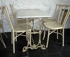 table ancienne de jardin plateau en marbre et pied en fonte
