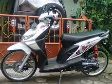 Modifikasi Motor Beat F1 by Modifikasi Honda Beat Putih Velg 17 Holidays Oo