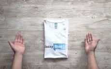 T Shirt Falten - t shirt zusammenlegen anleitung trick zum schnellen t