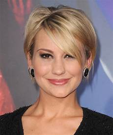 chelsea short straight casual hairstyle with side swept bangs golden hair color