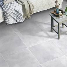 carrelage gris exterieur carrelage d ext 233 rieur avenue 45 x45 cm gris carrelage