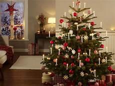 Weihnachtsbaum Rot Weiß Geschmückt - festlich wir dekorieren den christbaum wohnidee