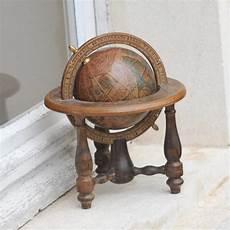 globe terrestre vintage en bois oravis