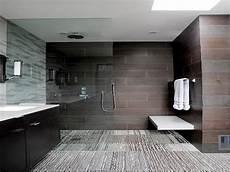 modernes badezimmer fliesen badfliesen preis behindertengerechte badewanne