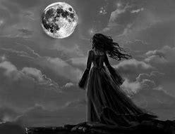 Resultado de imagen de mujer en la noche