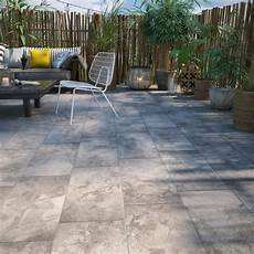 terrasse en bois ou carrelage d 233 corez le sol de sa terrasse ext 233 rieure avec un
