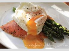 smoked salmon with poached eggs and asparagus_image