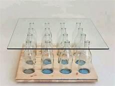 mobili per bottiglie di tavolini e scaffali di legno e bottiglie mobili