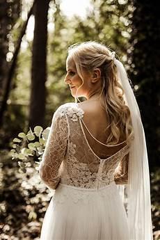 Eine Sommernachtstraum Vintage Hochzeit Brautfrisur