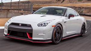 2015 Nissan Nismo GT R Hot Lap  2014 Best Drivers Car
