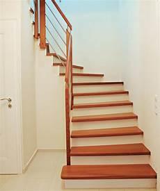 Treppe Mit Holz Verkleiden - holzstufen auf beton bucher treppen das original
