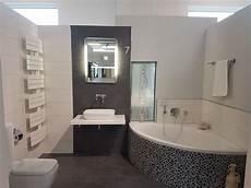 badewanne mit mosaik eckbadewanne kiesel mosaik h 228 ngende toilette bad baupark mainz in 2019 eckbadewanne