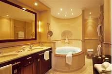 badezimmer mit whirlpool yachthafenresidenz hohe d 252 ne in rostock luxus suiten mit