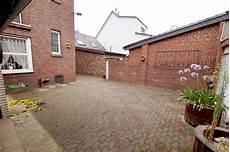 Einfamilienhaus Mit Hofeinfahrt Garage Und Garten In