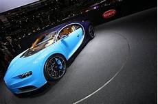 Bugatti Veyron Replacement by Bugatti S Veyron Replacement Is The 261mph Chiron That Can