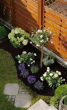 kleines blumenbeet gestalten vorgarten ideen blumenbeet mit lavendel und