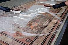 lavare i tappeti persiani lavaggio tappeti ad acqua contro il lavaggio a secco cosa