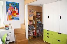 ikea regal kinderzimmer umbau kinderzimmer einbau 2 ebene treppe regal ikea stuva kinderzimmer room entryway
