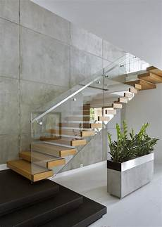 treppe mit geländer so kann die viertelgewendelte treppe umgesetzt werden 50